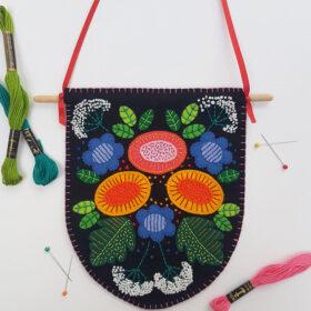 Floral Banner Craft Kit - finished website